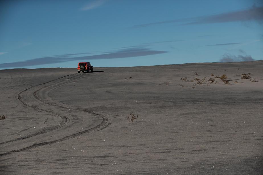 Les dunes de résidus sont maintenant populaires auprès des amateurs de véhicules hors route. L'accès au site n'est pas sécurisé.