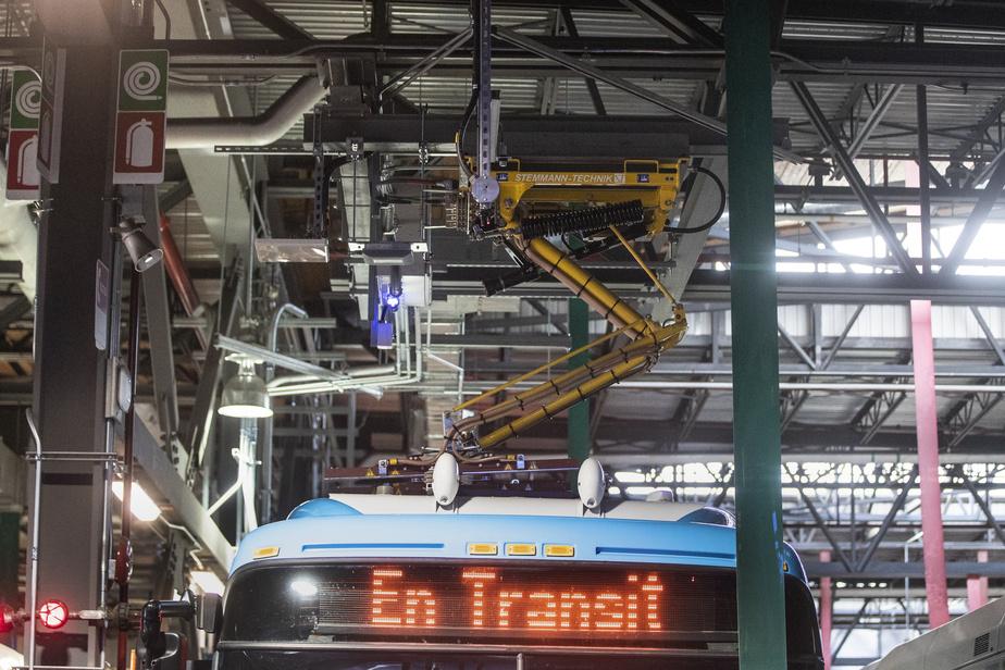 Les autobus électriques à grande autonomie seront rechargés par des pantographes installés à même le plafond du CT Stinson.