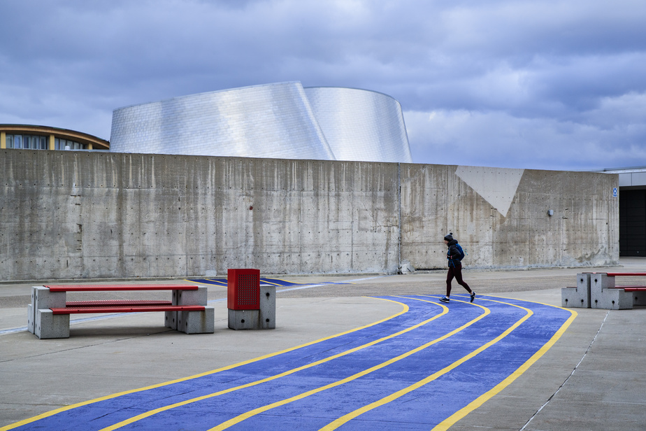 Béatrice Delorme fait son jogging en sortant de l'Institut national du sport du Québec.