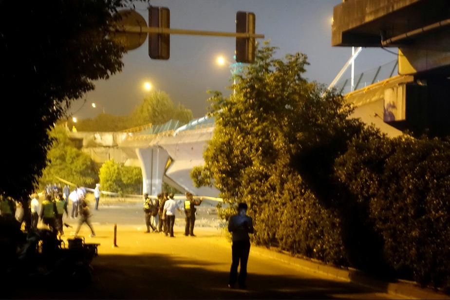 Vidéo: Trois morts dans l'effondrement spectaculaire d'un pont en Chine