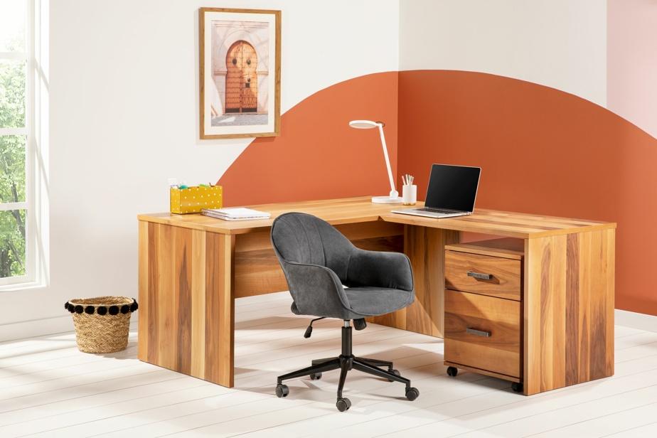 «Un mélange de couleurs vives et de tons neutres favorise à la fois la productivité et la créativité, souligne Mélanie Hachey, de Structube. Les couleurs très vives, très tendance, sont sur le mur, mais le mobilier est neutre. C'est un bon équilibre dans un espace de travail. On se sert aussi des accessoires pour ajouter un peu de vie.»