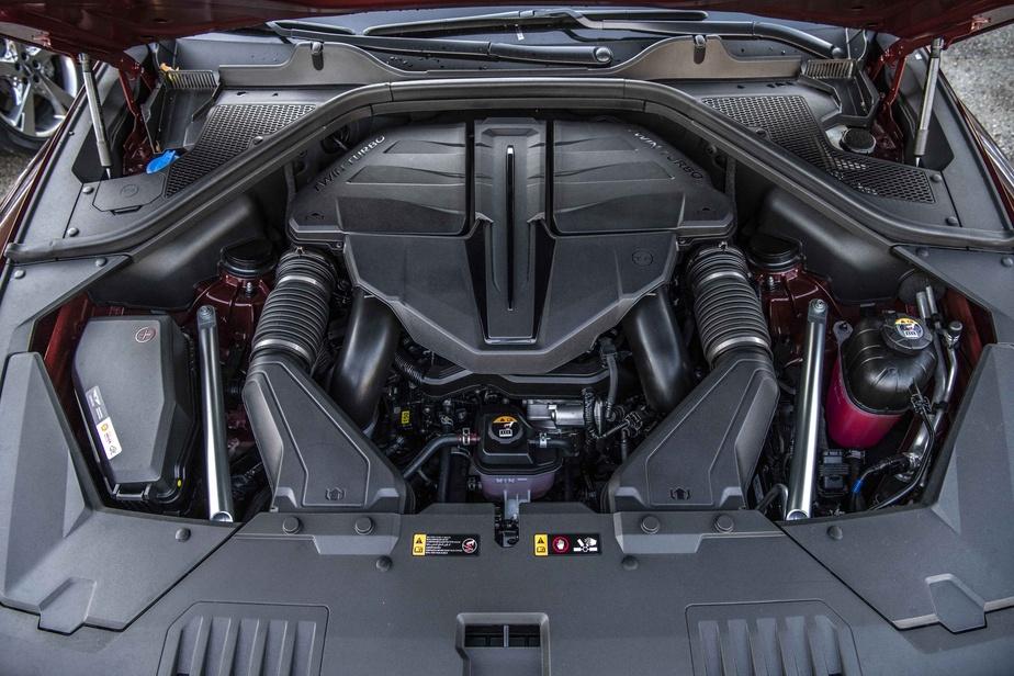 Pour ses débuts sur le marché canadien, le GV80 compte quatre déclinaisons. Deux d'entre elles s'animent d'un moteur quatre cylindres de 2,5 litres, les deux autres, d'un V6 de 3,5 litres.