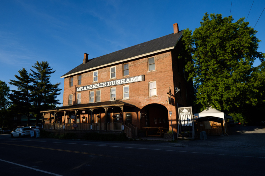 La brasserie Dunham est installée dans un ancien relais pour diligences érigé en 1865.