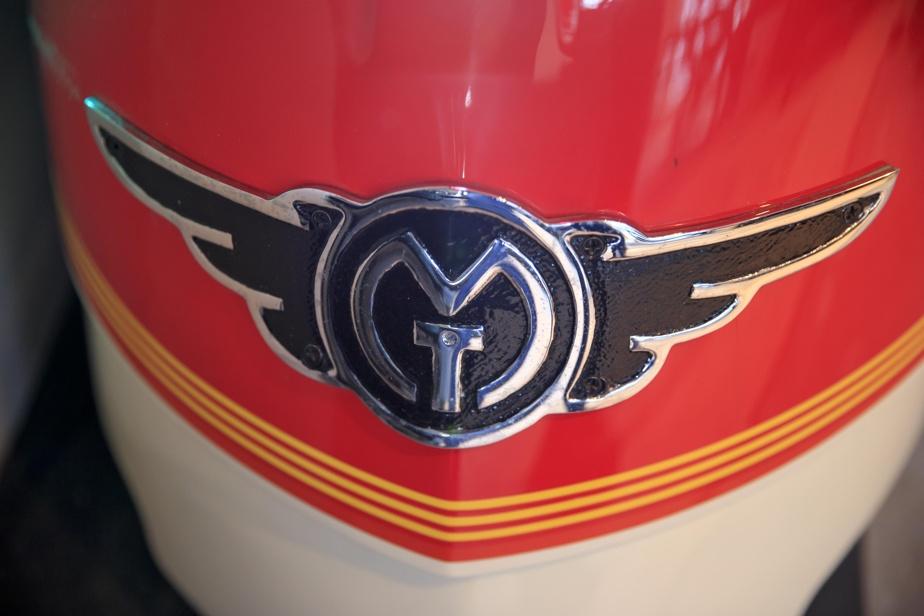 La locomotive arbore l'emblème du fabricant, Miniature Train Company.