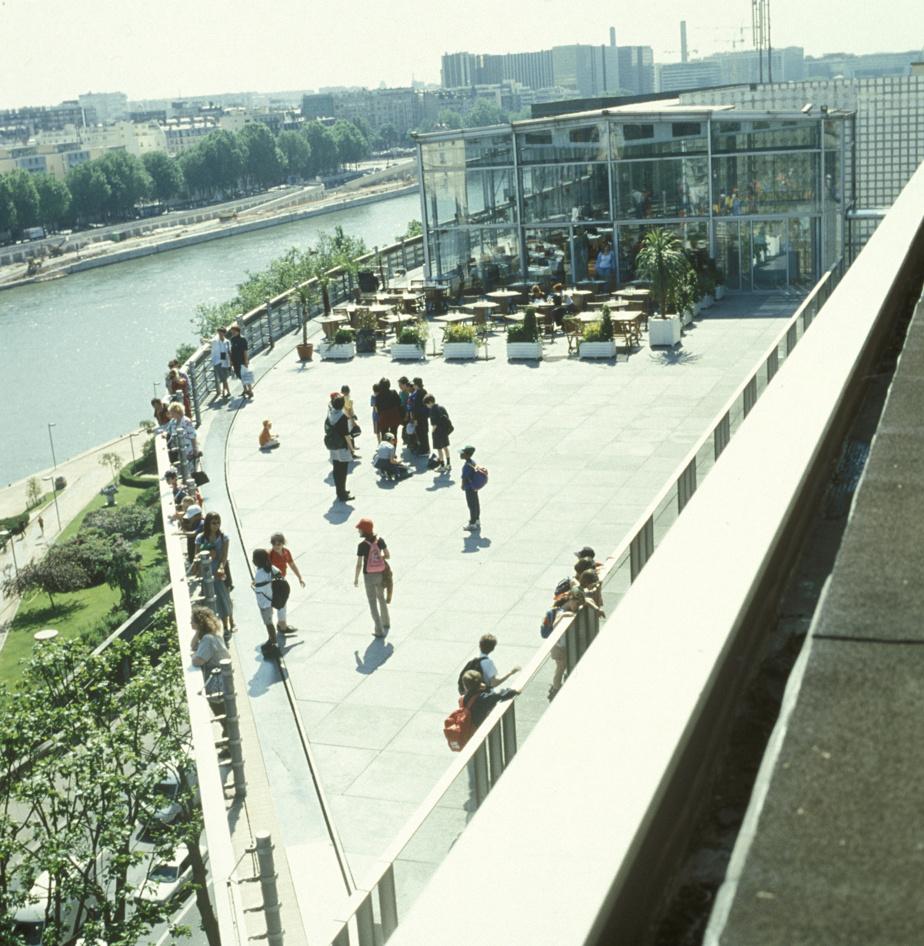 La terrasse sur le toit de l'Institut du monde arabe