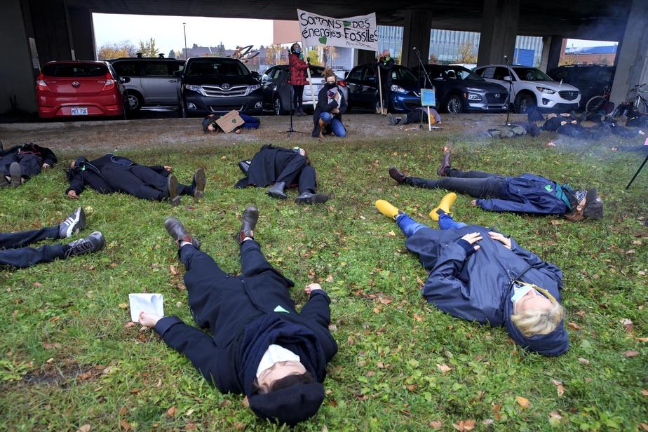 Manifestation des Mères au front devant les bureaux de Justin Trudeau
