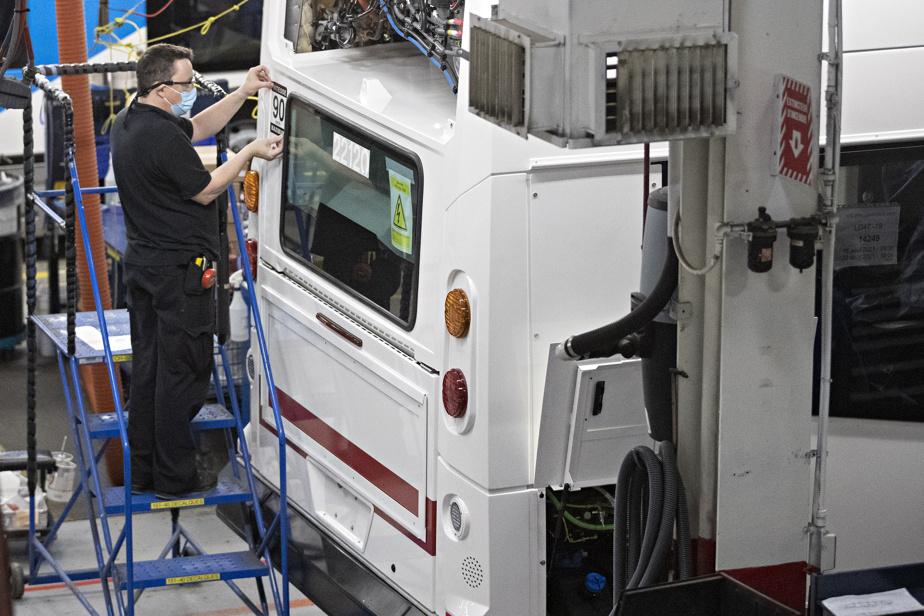 Les employés de l'usine ont consenti à des horaires réduits pour garder leurs emplois.