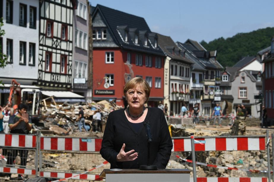 En point de presse après les inondations meurtrières survenues dans le nord et l'ouest de l'Allemagne l'été dernier
