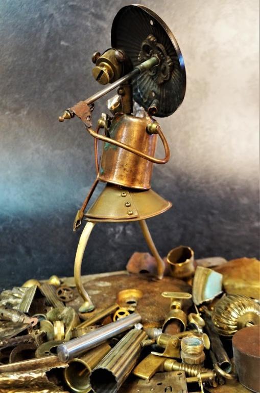 Une sculpture créée par Philippe Malo avec des pièces de métal récupérées.