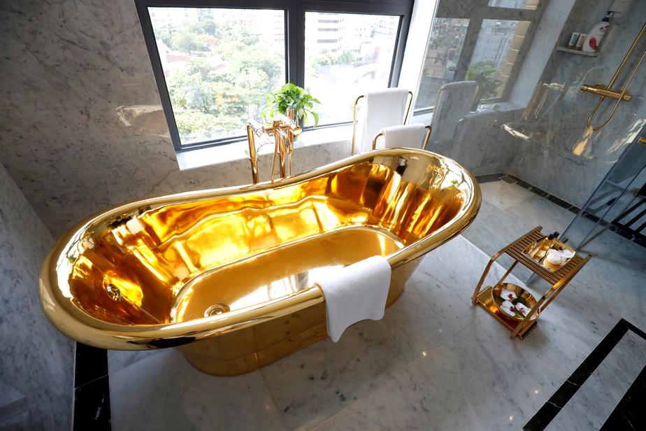 Le premier hôtel au monde entièrement plaqué or — Vietnam