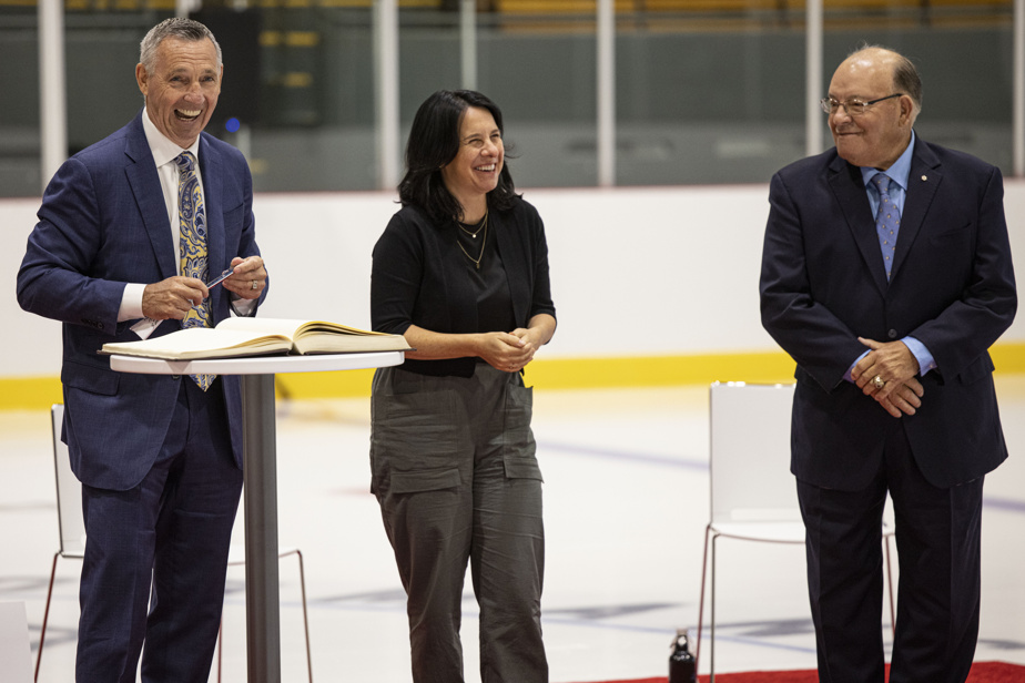 La Ville de Montréal a procédé à l'inauguration du nouvel Auditorium de Verdun, vendredi. La mairesse Valérie Plante a assisté à la cérémonie honorant Denis Savard (àgauche) et Scotty Bowman, qui ont tous deux donné leur nom à des portions de l'édifice.