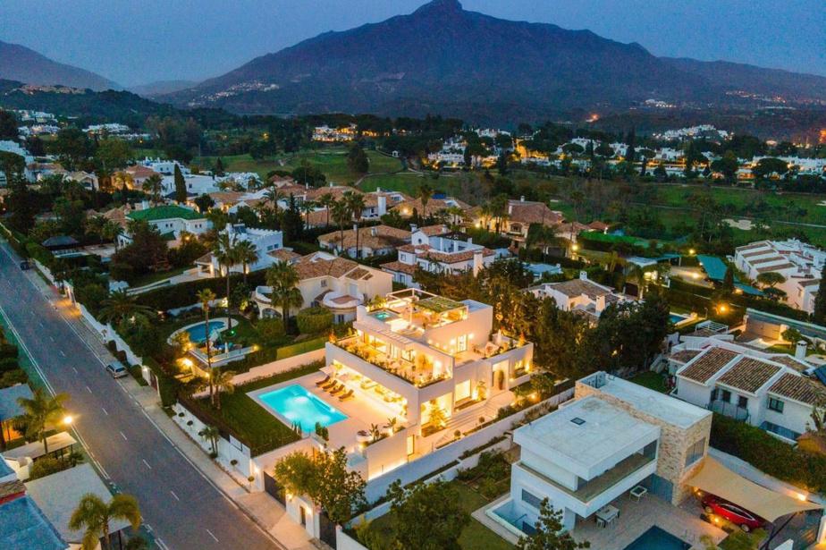 La villa est située au cœur de Marbella.