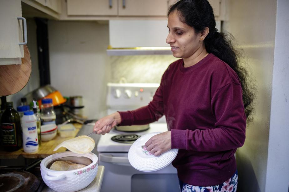 Betty a du se débrouiller seule pour assurer la subsistance de leurs trois filles pendant que son mari, Sanju, était coincé en Inde.