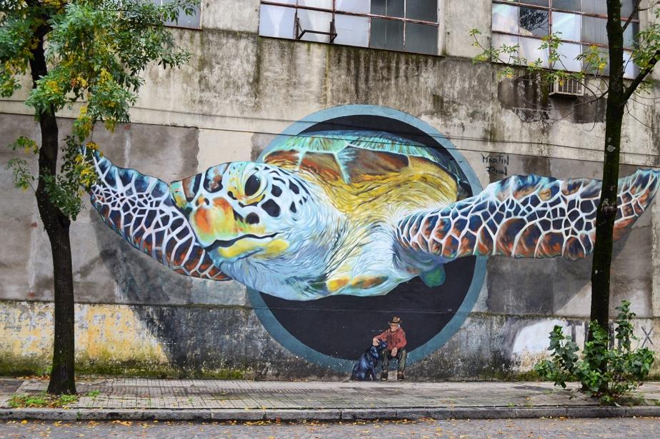 Une autre œuvre murale de Martín Ron qui attire l'œil des photographes et des passants.