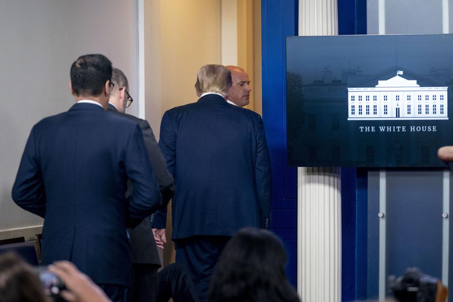 Suspect armé et blessé: Trump interrompt sa conférence de presse