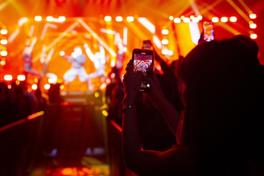 Les stars de la pop latine Ricky Martin et Enrique Iglesias ont chanté devant une salle comble, samedi soir au Centre Bell, une première depuis le début de la pandémie.
