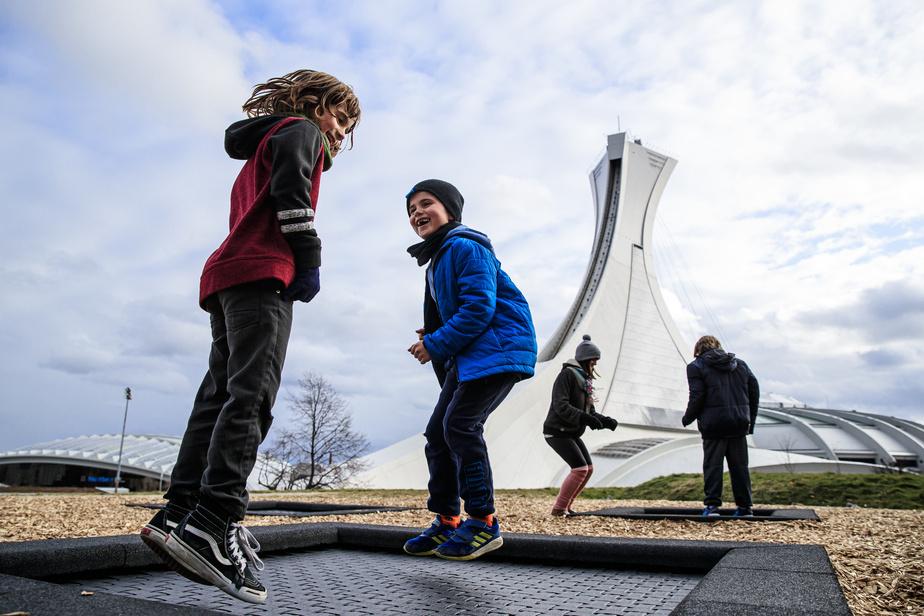 Lou et son ami Henri sont venus profiter des trampolines nouvellement installés à proximité du Stade.