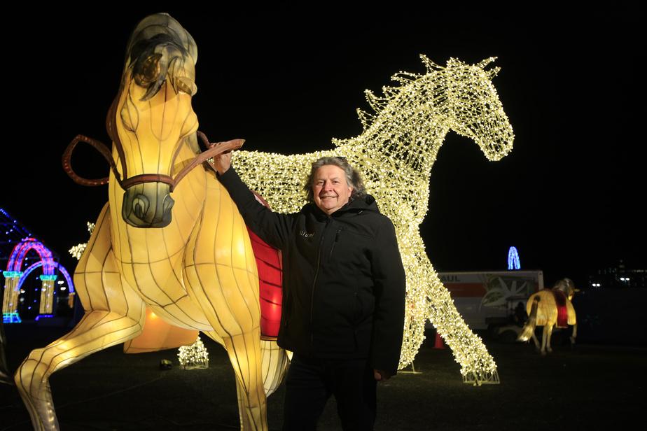 Le producteur du spectacle, Normand Latourelle, dans un tableau inspiré de l'une de ses passions: leschevaux…