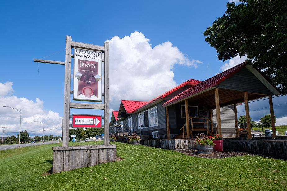 Fromage Warwick dispose d'une petite boutique, ouverte cet été et en cours d'agrandissement. On y sert aussi une excellente crème glacée.