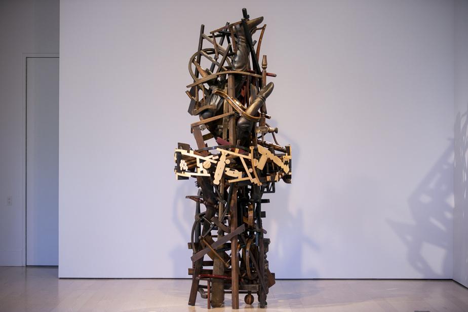 Trou de ver, 2009, bois et peinture, 274cm x 137cm x 137cm
