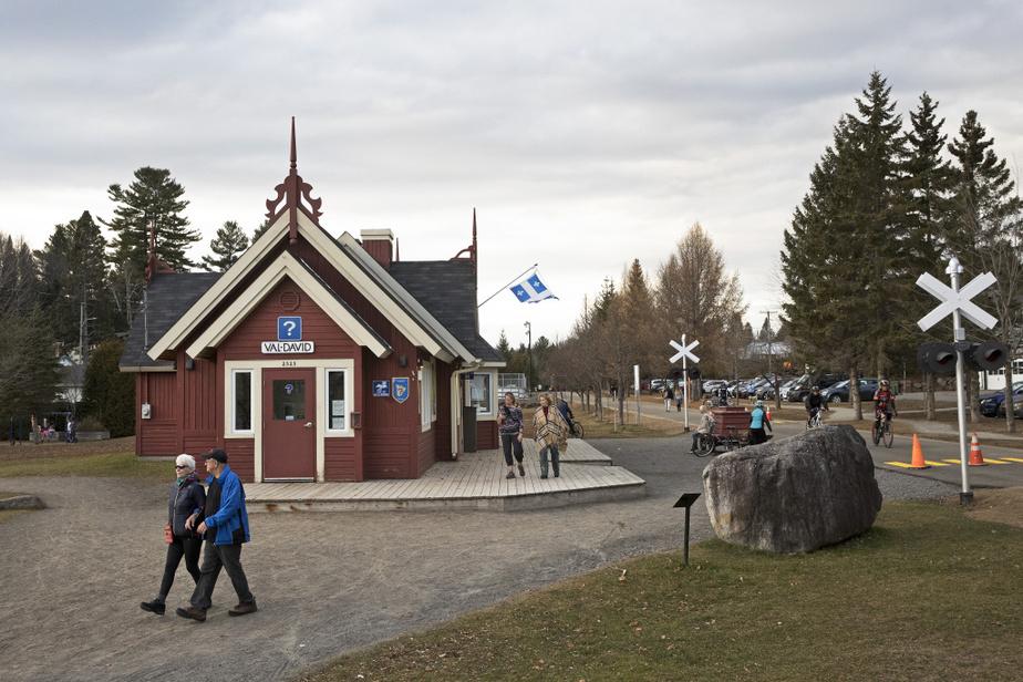 Situé à environ 80km de Montréal, Val-David est une destination prisée par les visiteurs.