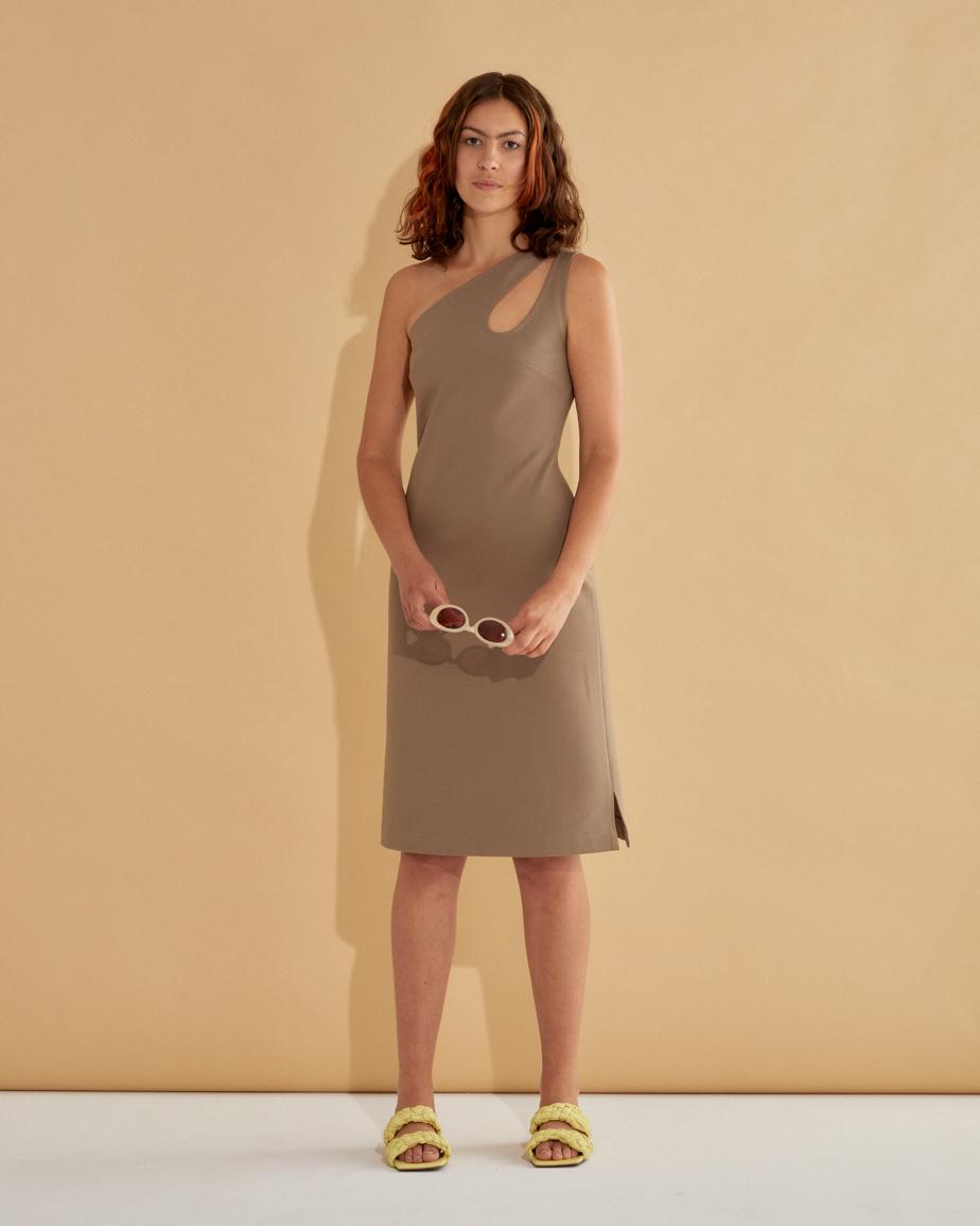 La robe marcel midi en popeline de coton ou en tencel, 205$