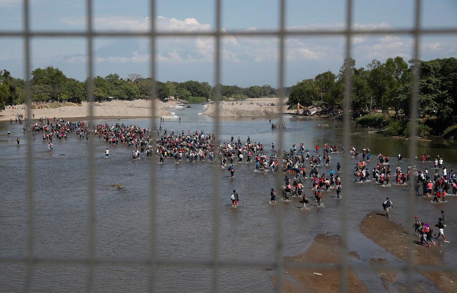 Des centaines de migrants tentent de pénétrer au Mexique depuis le Guatemala
