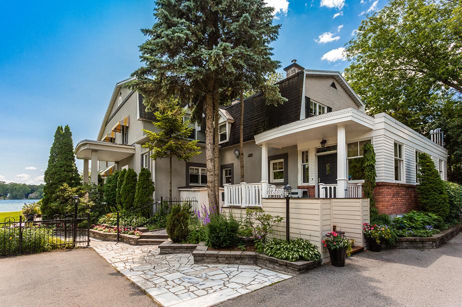 La maison a gardé ce petit air champêtre qui la distingue des autres propriétés aux alentours.