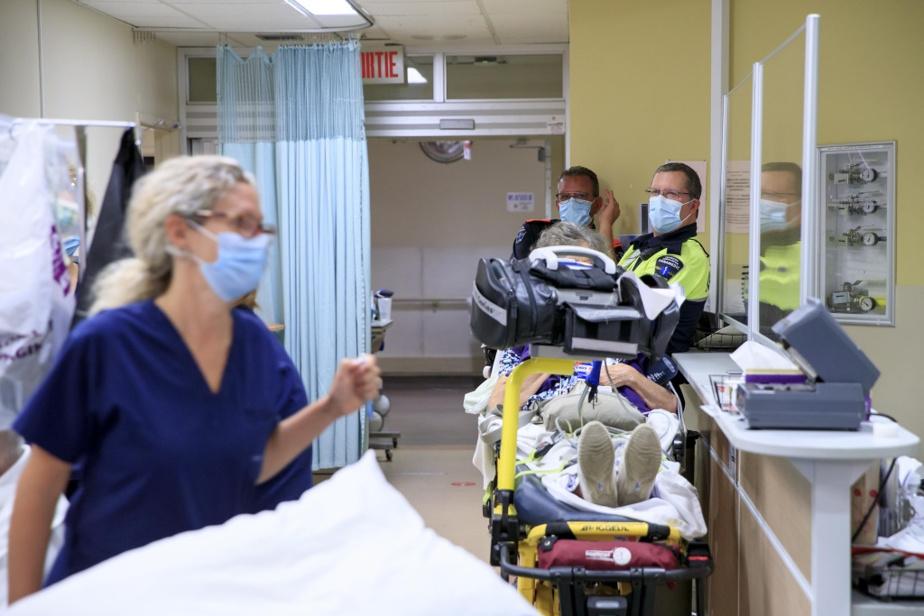 Le flot de patients qui arrivent à l'hôpital par ambulance est incessant.