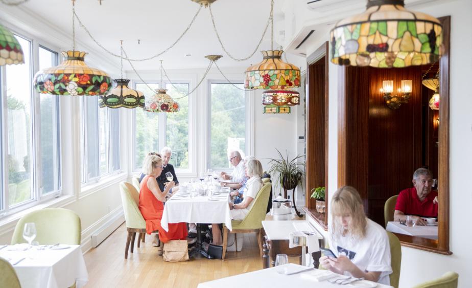 Pour l'instant, le restaurant accueille presque exclusivement les clients de l'hôtel, qui roule à peu près au maximum de sa capacité, mais le chef espère pouvoir ouvrir ses portes à un plus large public, l'automne prochain.