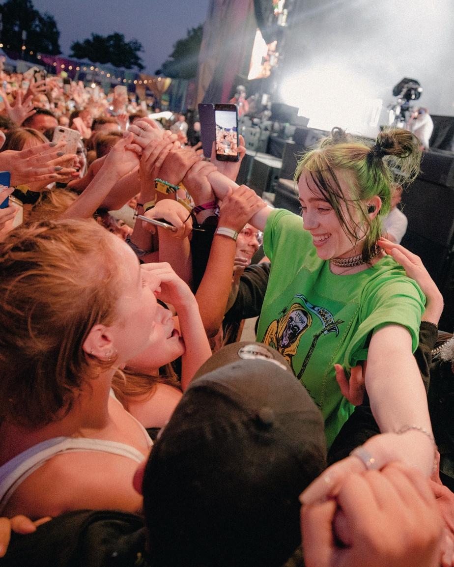 Comblée par ses fans.