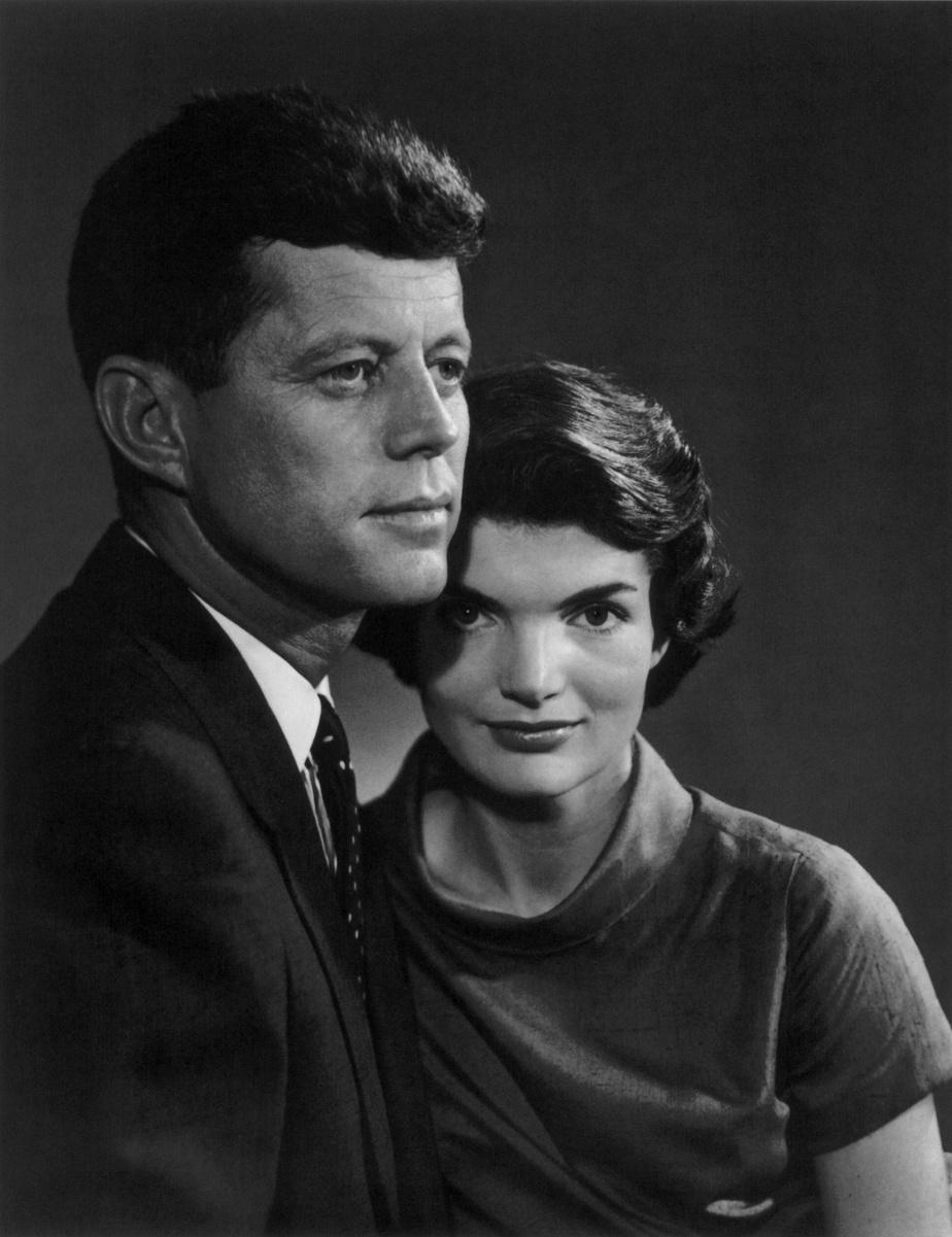 John F. et Jacqueline Kennedy, 12juin1957, épreuve à la gélatine argentique, 30,5cm x 25,4cm. Don d'Estrellita Karsh à la mémoire de Yousuf Karsh.