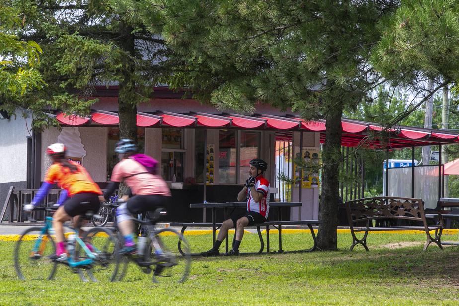 Difficile de ne pas arrêter à la crèmerie Le Bec sucré, à Sainte-Marthe-sur-le-Lac, surtout qu'elle jouxte la piste cyclable…