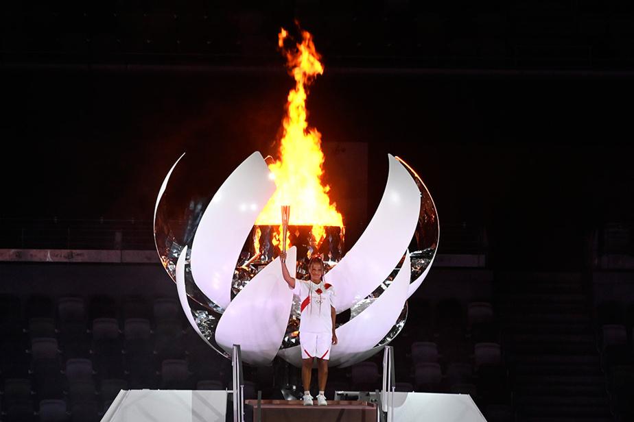 … qui s'est soldé par le clou de la soirée : la joueuse de tennis japonaise Naomi Osaka qui allume la vasque olympique.
