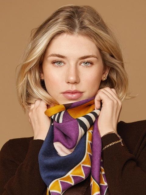 Foulard Aube, violet et jaune, 140$