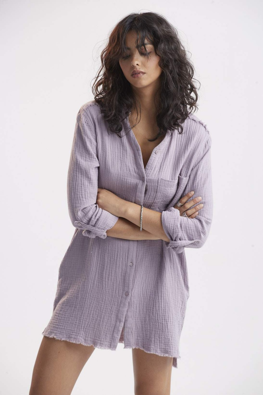 Le pastel est à l'honneur aussi chez Mélissa Nepton, qui propose notamment cette robe lilas en gaze de coton (184$).