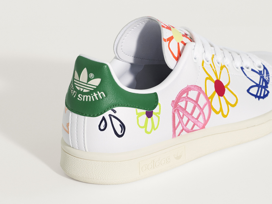 Chaussures Stan Smith, avec broderies de fleurs, 120$