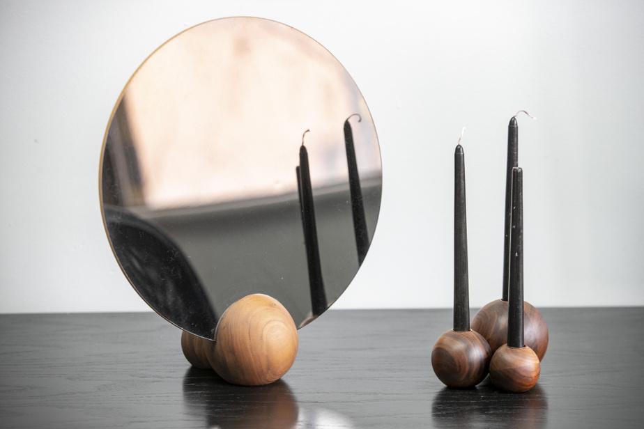 Un miroir et des chandeliers