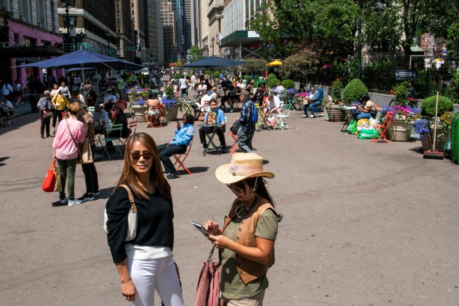 Zone piétonnière devant le magasin Macy's, à Manhattan