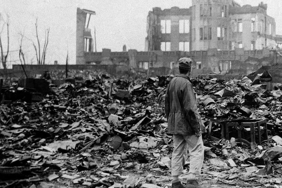 Le 6août1945, la quasi-totalité de la ville d'Hiroshima a été rasée après l'explosion d'une bombe atomique larguée par les États-Unis. Prise un mois plus tard, cette photo témoigne de l'ampleur de la dévastation.