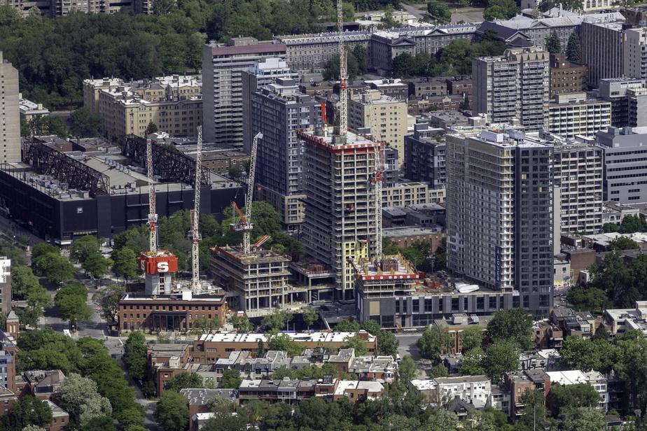 Situé dans le square Children's, sur le site de l'ancien Hôpital de Montréal pour enfants, au coin du boulevard René-Lévesque Ouest et de l'avenue Atwater, le projet ESTWEST est déjà vendu en totalité.