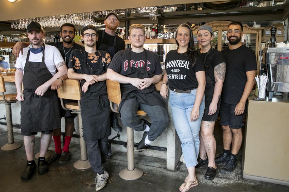 Une équipe soudée travaille en cuisine. De gauche à droite: Bruno Globensky, Vaibhav Nandakumar, Jazz Corriveau, le chef David Pellizzari, Nicolas Krismann, la sous-chef Mélanie Falardeau, Jennet Cantelo et Aaron Leaney, barista.