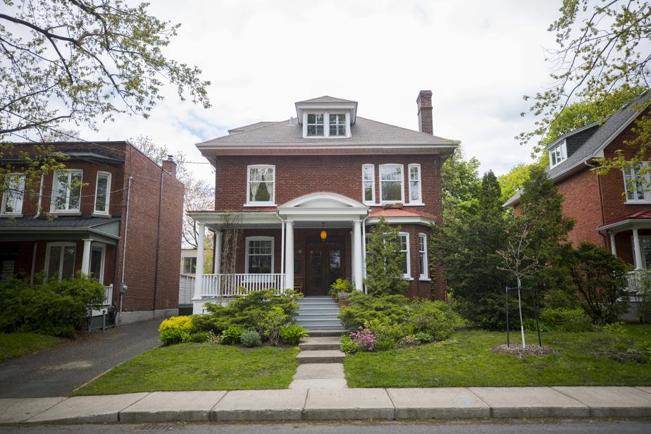 Construite au début du XXesiècle, cette maison est située dans le parc Victoria (Victoria Park) à Saint-Lambert.