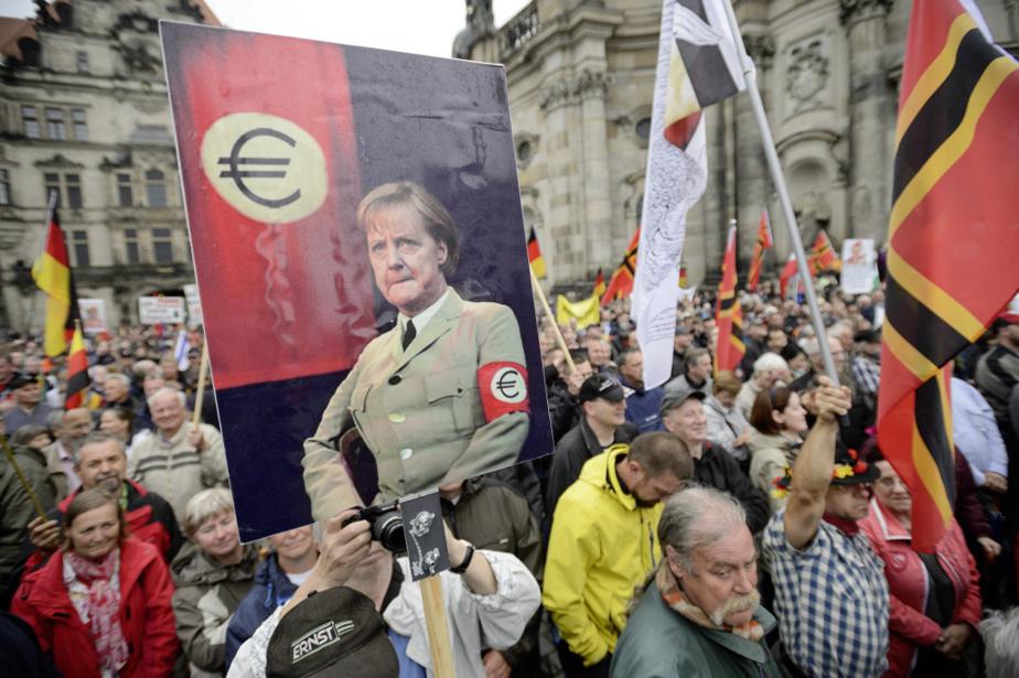 Manifestation du mouvement d'extrême droite PEGIDA à Dresde, en 2015, alors que le pays est déchiré par l'arrivée de centaines de milliers de réfugiés de la guerre en Syrie, notamment.