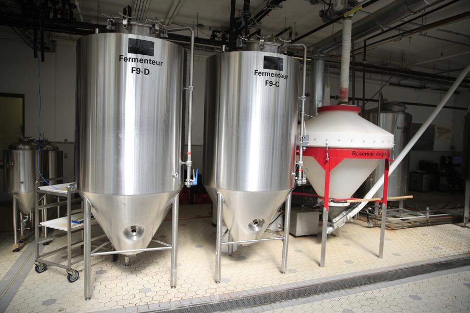 Dans ses vastes installations, la coop brassicole brasse ses propres bières, et accueille aussi d'autres microbrasseries.