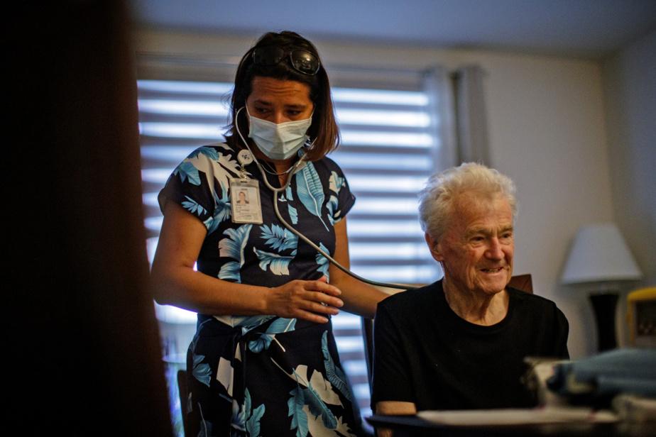 Jean-Guy Boivin, qui souffre d'insuffisance cardiaque grave, nous attend sur le balcon de son condo avec sa femme, Madeleine Bertrand. Malgré l'état avancé de sa maladie et sa fatigue chronique, l'homme de 77ans parvient à aller prendre un café avec ses amis quelques fois parsemaine.