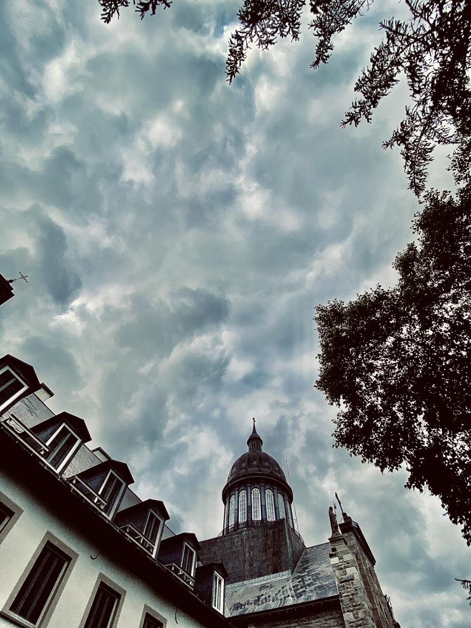 «Pendant le FestiVoix de Trois-Rivières, j'ai chanté dans le jardin des Ursulines, situé au bord de la rue du même nom, la plus vieille de la ville. Plusieurs bâtiments patrimoniaux s'y trouvent, dont la Chapelle conventuelle des Ursulines, bâtie en 1715.»