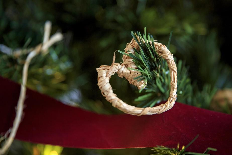 Un cœur, un ange… à chacun de créer sa figurine à partir de quelques ficelles de raphia.