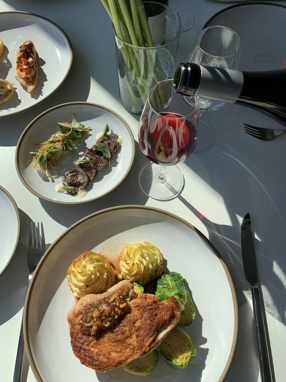 La pintade est un des plats principaux des deux menus proposés par le restaurant État-Major, au Boxotel.