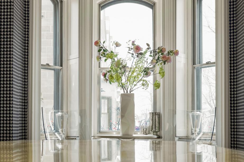Dans cet espace commun comme dans les chambres, il n'y a aucune réplique de meubles et d'objets, que des originaux.